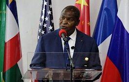 Le Président Faustin Archange Touadera lors de la cérémonie de comémoration du deuxième anniversaire de l'accord politique pour la paix et la reconciliation (APPR-RCA) au palais de la renaissance à Bangui, le 6 février 2021 . © Gaël Grilhot/RFI