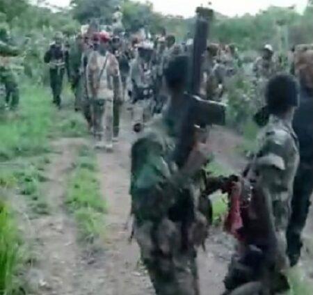 Les combattants rebelles de l'UPC, membre de la CPC, accompagnant leur chef Ali Darassa vers Bakouma. Photo CNC