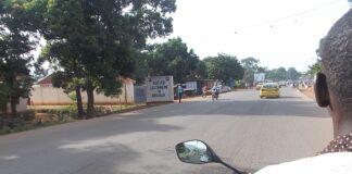 Panneau de biendenue à Bégoua. Photo CNC