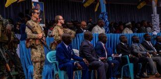 Des mercenaires russes assurent la protection rapprochée de hauts responsables gouvernementaux lors des célébrations de la Fête des travailleurs à Bangui, en République centrafricaine, le 1er mai 2019.