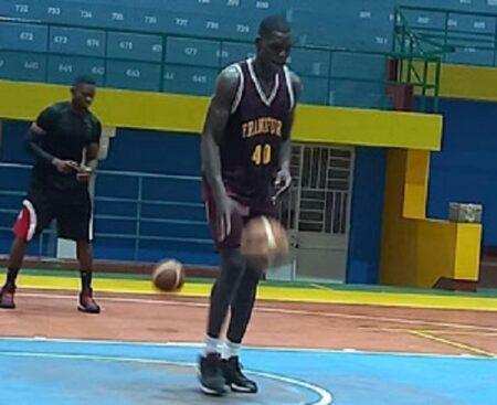 Un fauve du basketball en entraienement à Bangui