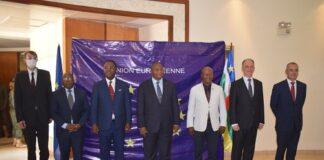 Photo de famille du président de la République et quelques personnalités nationales et internationales copyright service Com de l'EUAM-RCA